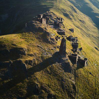 Gruzijos gamtoje: Dartlo kaimo sargybos bokštai ant aukštos kalvos